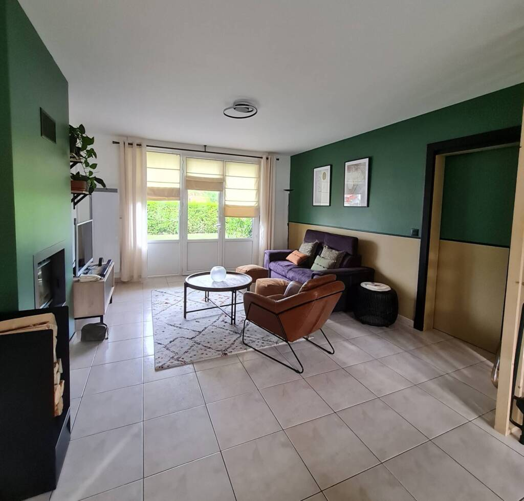 Décoration salon avec cheminée vert et ocre - A.L CONCEPT DECO Landes&Pays Basque.jpg2
